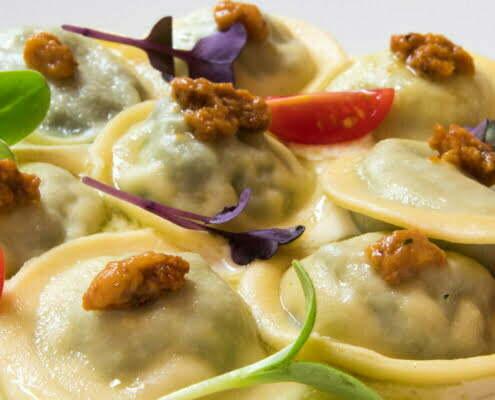 Tortelli ripieni di friarielli, parmigiano e pancetta croccante